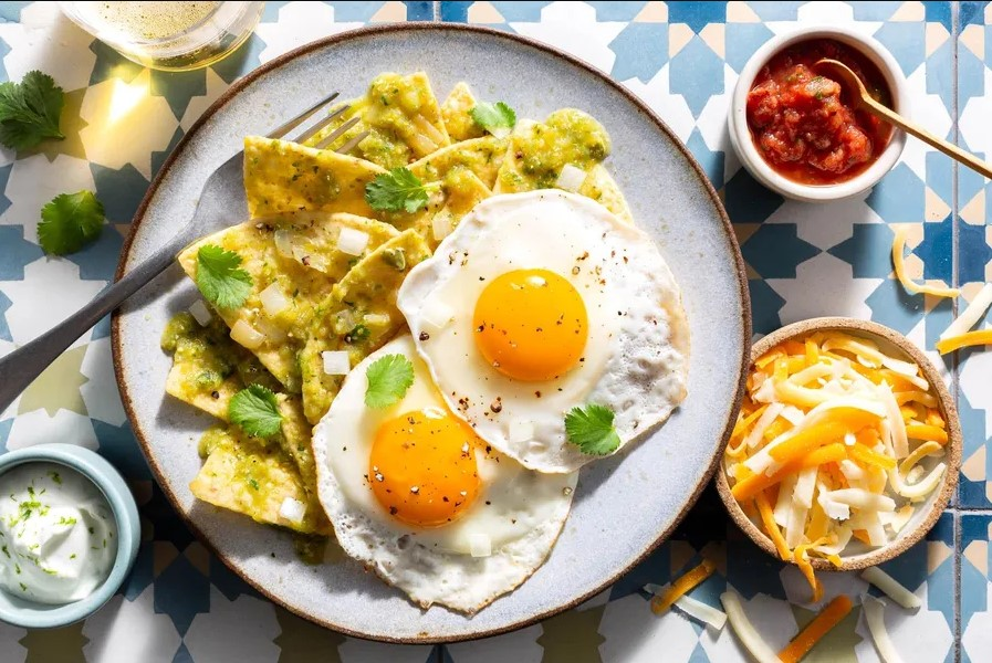 Chilaquiles with eggs recipe is very simple