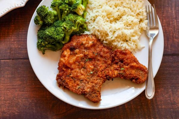Choosing the side dish with pork chops is essential