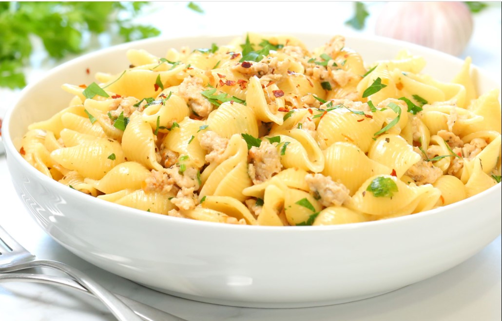 Creamy garlic pasta with chicken