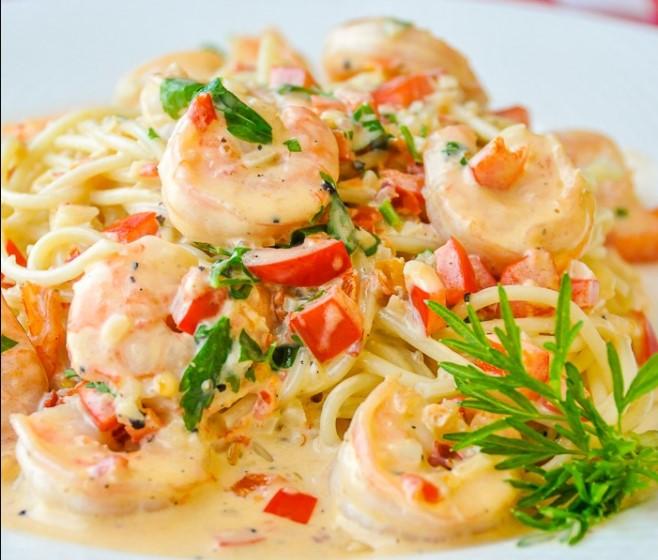 Creamy garlic pasta with shrimp