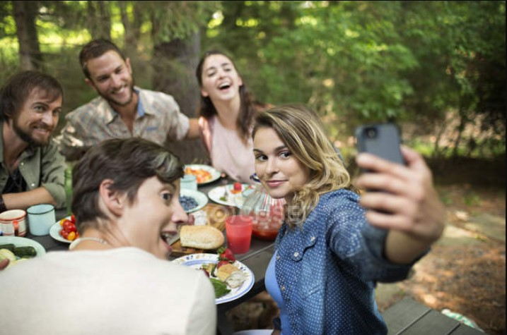 Enjoy outdoor chilaquiles de pollo