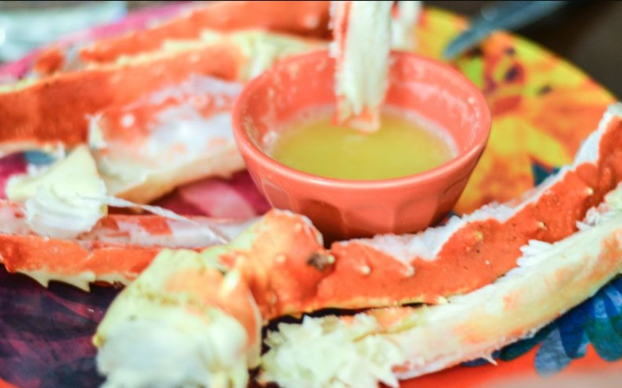 Garlic butter dipping sauce for crab