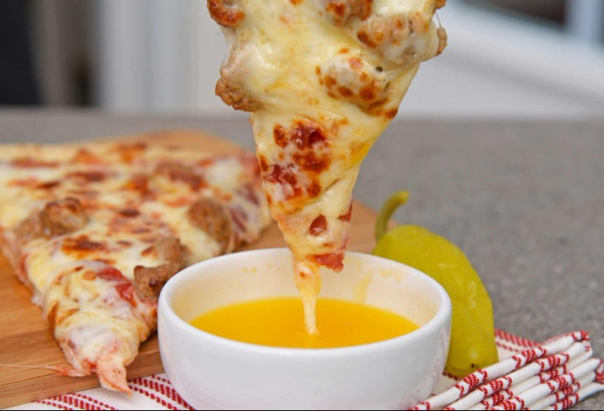 Garlic butter dipping sauce for pizza