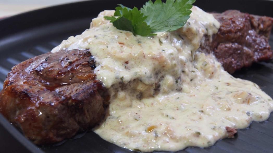 Garlic cream sauce for steak