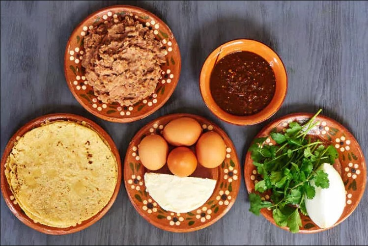 Ingredients for chilaquiles vs migas