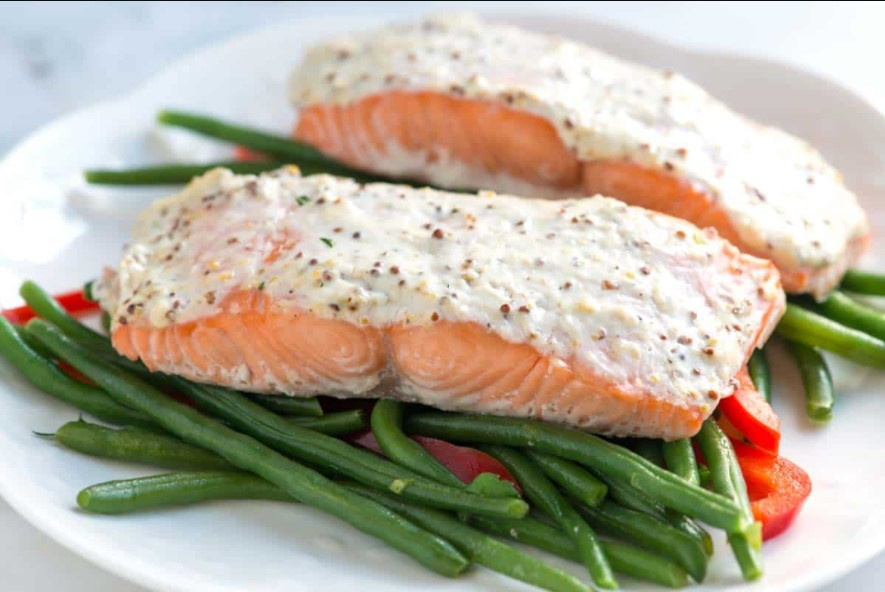 Ingredients for salmon with garlic cream sauce