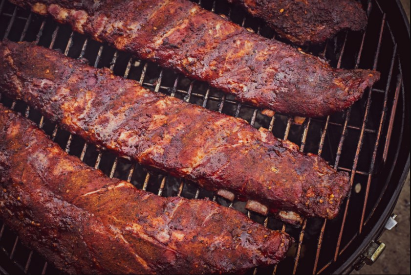 It is recommended to grill the ribs at a temperature of 200-230°C