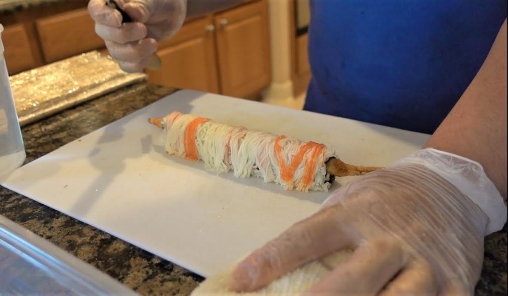 Making shaggy dog roll sushi