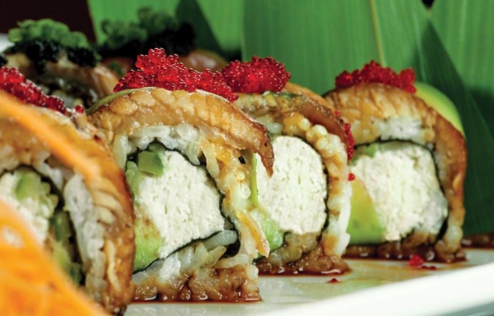 Make eel roll sushi