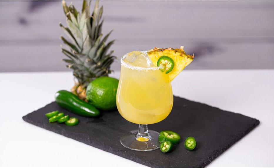 Qwieen Pineapple Juice Cocktail