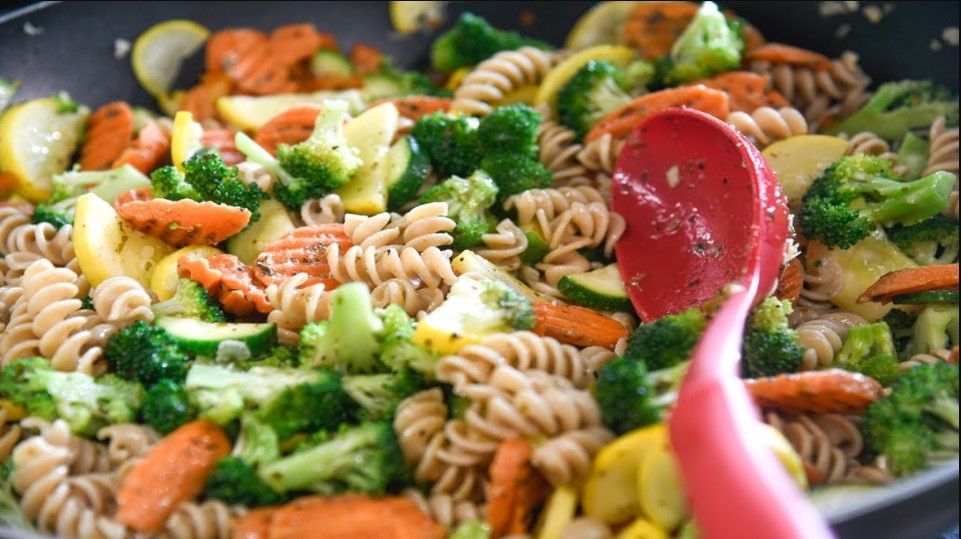 Wheat germ pasta with vegetables